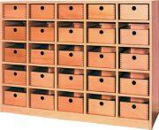 Fuenfreihiges Regal mit 25 Holzschubkaesten