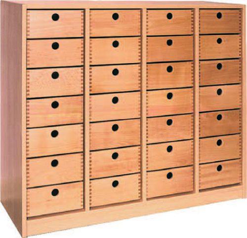 Vierreihiges Regal mit 28 Holzschubkaesten
