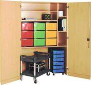 Schrank mit Aufbewahrungsboxen 14