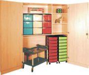 Schrank mit Aufbewahrungsboxen 16