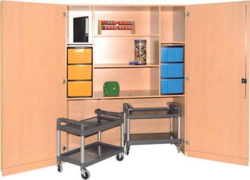 Schrank mit Aufbewahrungsboxen 18