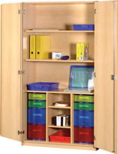 Schrank mit Aufbewahrungsboxen 29
