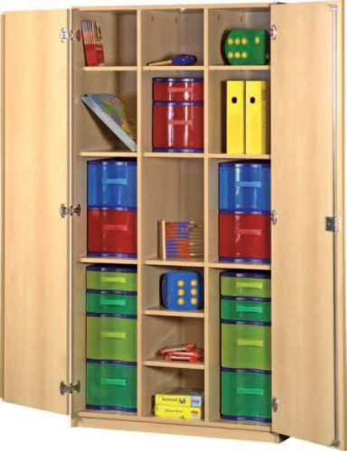 Schrank mit Aufbewahrungsboxen 35